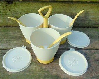 vintage Tupperware Condiment Salad Dressing Sauce Holder w/ cups lids stand & matching spoons 1970s