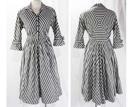 Size 8 Chambray Dress - 1950s Gray & White Striped Cotton Shirtwaist Dress - 50s Chevron Stripes - Spiderweb Style Back - Cobwebs - 46283