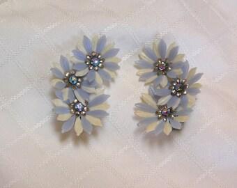 Vintage blue rhinestone plastic petals triple flower clip on earrings