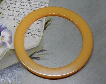Vintage Yellow Butterscotch Bakelite Bangle Bracelet    NAE24