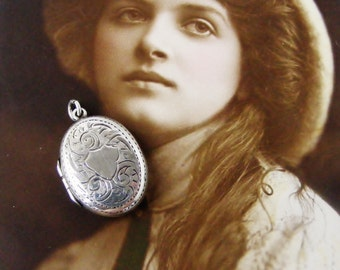 Antique Edwardian sterling silver oval engraved locket