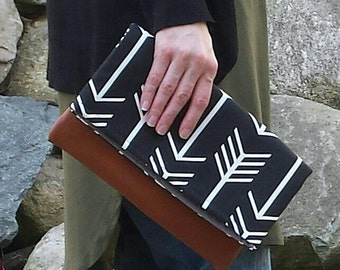 Black arrow leather clutch, ready to ship, fold over clutch, Bridesmaid, Purse, black and white
