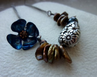 Daisy Carved Lucite Teardrop with Freshwater Petal Pearls and Dark Blue Metal Flower Antiqued Silver Chain Bracelet
