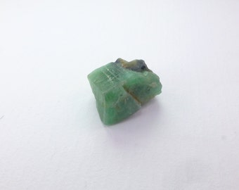 Uncut Natural Emerald Crystal. Large. Genuine Gem Minerals. Drilled. Nice Quality Rough. 1 pc. 8.60 cts. 11x13x8 mm (EM2248)
