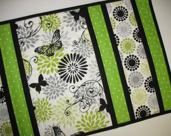 Table Runner Floral, Butterfly, in greens, black and white, quilted