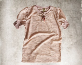 Salmon coral top/short sleeve crew/rosette placket