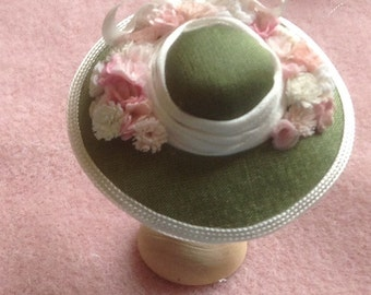 Pretty 1/12 scale handmade dollhouse miniature green silk hat