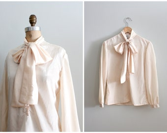candlelight cream foulard secretary blouse - silky pussy bow top / Laura Yang - 80s necktie blouse / vintage cream blouse - new old stock