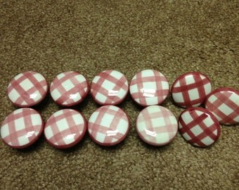 Ceramic Knobs 11 Slightly different Shades of Burgandy Pink Gingham. 7 are About The Same Shade, 3 are a Darker Shade, and 1 is Light Pink