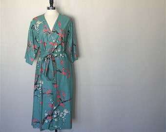 READY to SHIP Medium Mid Calf Kimono Robe. Kimono. Dressing Gown. Bridal Robes. Bridesmaid Robes. Modern Sunburst.