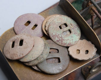 Set of 10 antique brass Buttons. Primitive finding (n4)