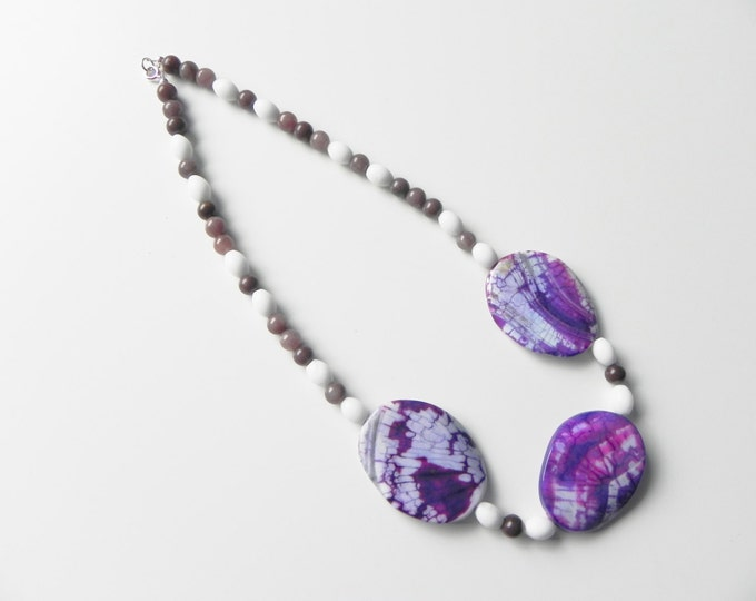 """Purple and white gemstone necklace, 17"""" with agate slabs, jade & aventurine."""