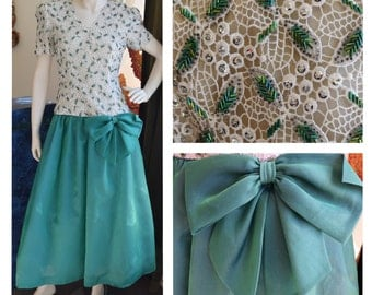 Vintage 1980s Green Sequin Prom Dress // Prom // Homecoming // Formal // Holiday // Bows and Sequins