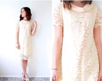 20% OFF HALLOWEEN SALE Vintage peach lace short wedding dress // short pink wedding dress // mod mad men // reception dress // short wedding