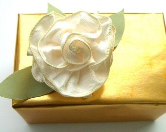 Floral Ribbon Pins or Hairclips / Great Gift Wrap Bows / Bridal or Shower Giftwrap ribbon bows / Birthday Bow
