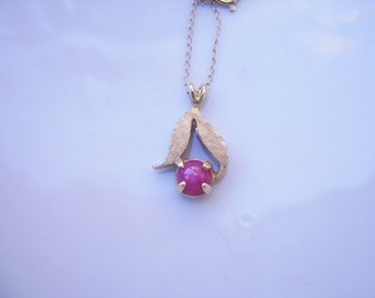 Vintage Hot Pink Linde Star 14K Yellow Gold Pendant with 14K Yellow Gold Chain-18 Inches