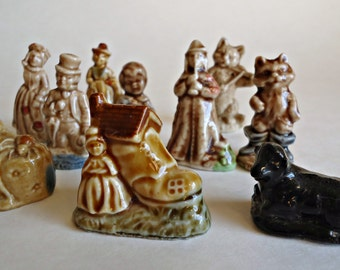10 Vintage Wade Figurines Nursery Rhymes Black Sheep Pied Piper Queen of Hearts Cat and the Fiddle  Lot N