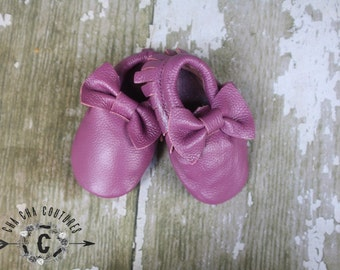 WOW!  PURPLE BOWS  Moccasins 100% genuine leather baby moccasins Mocs moccs