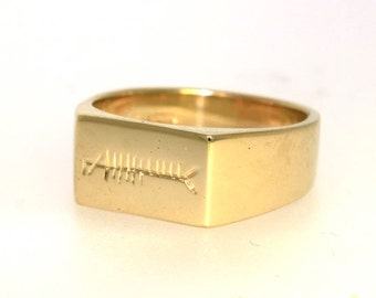 Signet ring with Ogham engraving in 9k gold