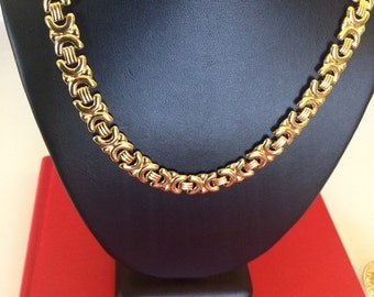 Signed Avon Chunky Warm Gold Flat Decorative Link Collar necklace