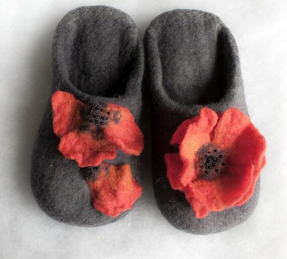 Felt slippers wool slippers /Poppies/ Christmas gift