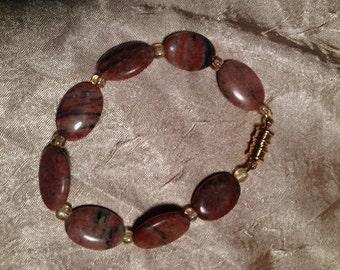 Sesame Jasmine: Handmade Bracelet Featuring a Combination of Stone and Glass Beads