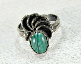 Vintage Southwestern Sterling Silver Ring, Green Malachite Ring, Green Stone Gemstone Ring, Siver Spiral Ring, 1940s Fine Estate Jewelry