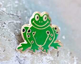 Green Frog Lapel Pin - Kiss me - Toad Brooch - Forest Creature Badge