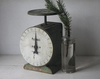 Green Vintage Kitchen Scale