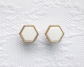 White and Gold Honeycomb Hexagon Shape Vintage Style Wedding Pair Plugs Gauges Size: 2g (6mm), 0g (8mm), 00g (10mm)
