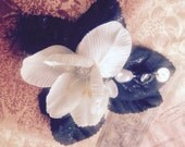 Black and white floral hair clip