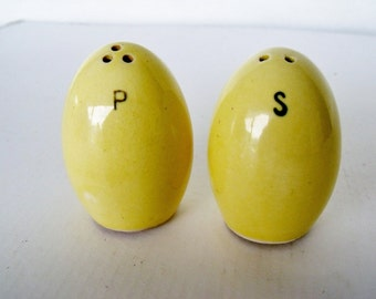 Salt and Pepper Shaker Eggs Yellow Ceramic Deviled