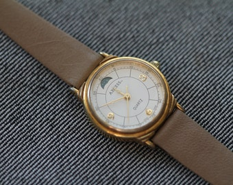 Vintage ladies axcess quartz watch with small moon phase window moved strap