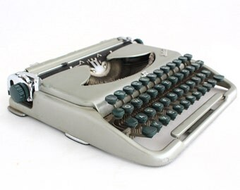Typewriter Manual, Mid Century typewriter,  Grey / Siver Travel Typewriter, Working Typewriter, Portable typewriter, 60s