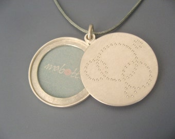 Mabotte Locket for one picture, Sterling silver, diameter 26mm, 3mm high, design circles