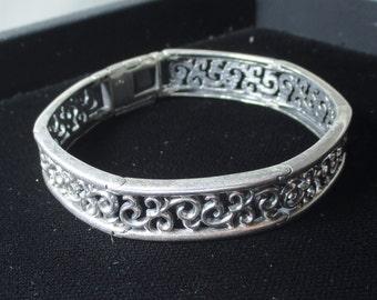 Vintage sterling silver  bracelet - 21 grams - 2 & 1/4 inch diameter