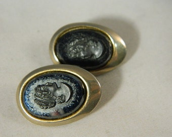 Black Glass Cameo Earrings / Vintage Sarah Coventry Cameo Earrings / Cameo Jewelry Vintage Clip Earrings