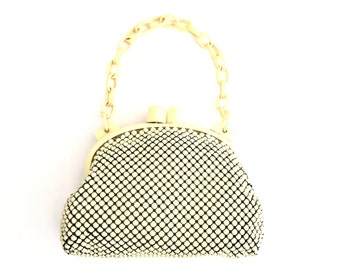 Vintage Whiting & Davis Mesh Purse With Rounded Bakelite Snap Frame