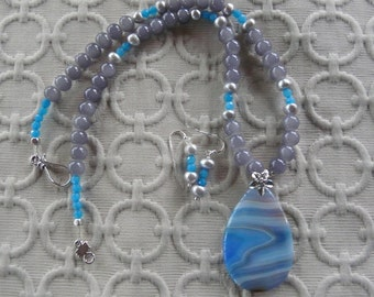 20 Inch Blue and Gray Agate Pendant Necklace with Earrings