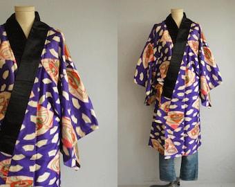 Vintage Silk Kimono / Mens Graphic Ikat Print Hand Stitched Short Haori Nagajuban Kimono Robe / Novelty Print Kimono Jacket