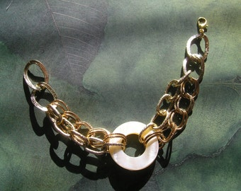 ATLANTA Bracelet Natural Ivory Shell Focal and Gold Tone Chain