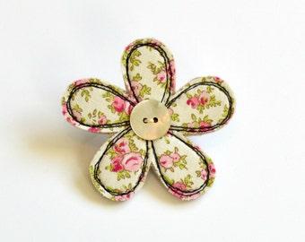 Pink and cream  fabric flower BROOCH, Flower badge, Flower pin, Fabric flower, Appliqued flower, Textile flower brooch, flower pinback