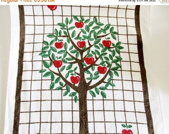 SUMMER SALE - 1 Lovely Vintage Retro Terry Cloth Tea Towel Kitchen Towel with Apple tree, made in the 70s