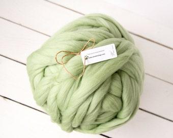 Chunky yarn mint colour organic 100 % merino wool - super bulky yarn - extreme knitting - arm knitting - super bulky wool