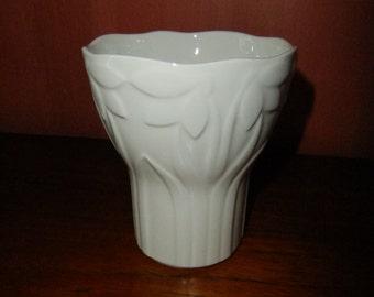 Vintage Swedish white glazed vase - Vårblomster - Gustavsberg - Margareta Hennix design