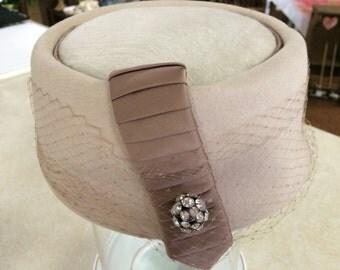 Beige Veiled Vintage Pillbox Hat