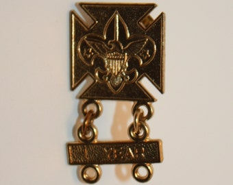 Vintage Boy Scouts Of America Pin With Emblem and One year attachment, Clip back, vintage collectible, Unique, BSA