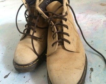 Doc Martens vintage 90s grunge work boots timberland style