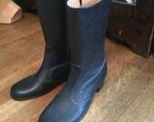 Vintage Rain Boots / 1970's rain boots / Zipper rain boots / Woman's Size 8