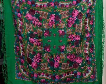 Chale russe. Ukrainian ethnic Scarf. Russian shawl. Hustka. Chic Shawl, Traditional Floral shawl. Folk holiday green Shawl, platok. Ukraine